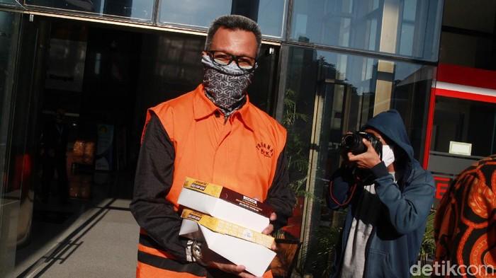 Tersangka mantan Kepala Divisi ll PT Waskita Karya (Persero) Tbk periode 2011-2013 Fathor Rachman kembali jalani pemeriksaan di gedung KPK.