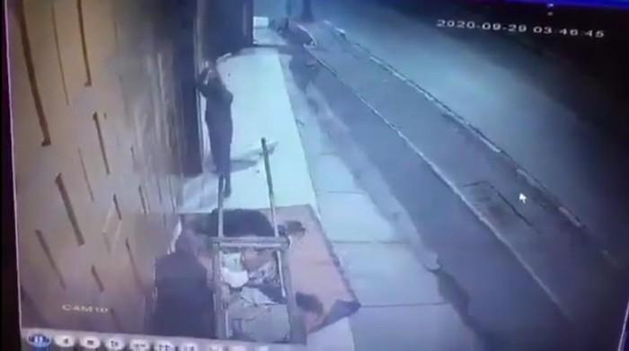 2 pemulung di Bekasi, Jawa Barat, dihantam balok oleh orang tak dikenal (tangkapan layar)