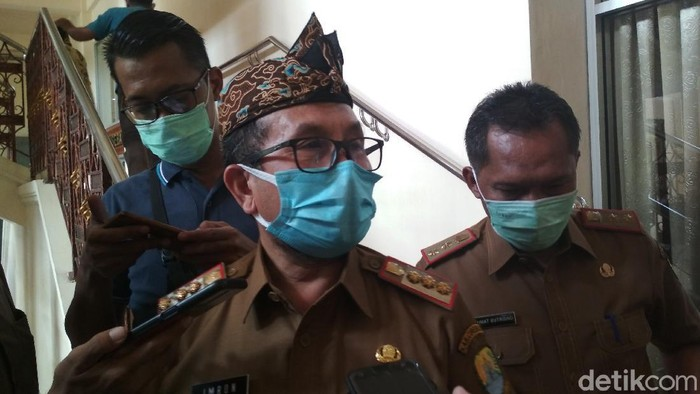 Bupati Cirebon Imron Rosyadi