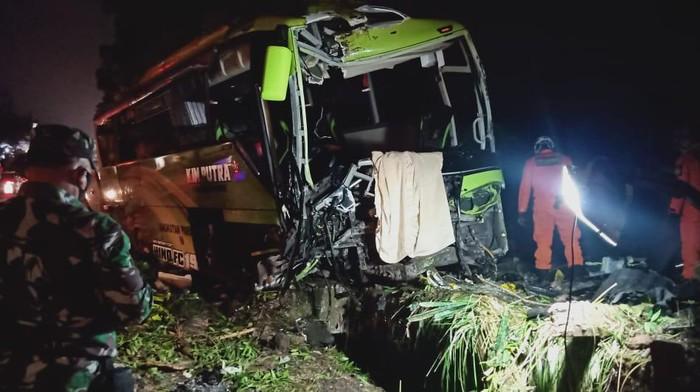 Kecelakaan beruntun lima kendaraan di Wonosobo, Rabu (30/9/2020). Kecelakaan maut yang melibatkan enam kendaraan di Kabupaten Wonosobo, Jawa Tengah, Rabu (30/9/2020).