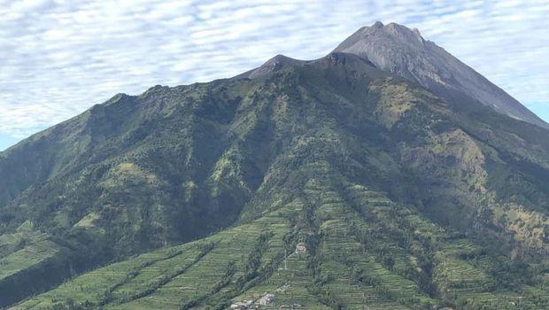 Gunung di Jawa Tengah.