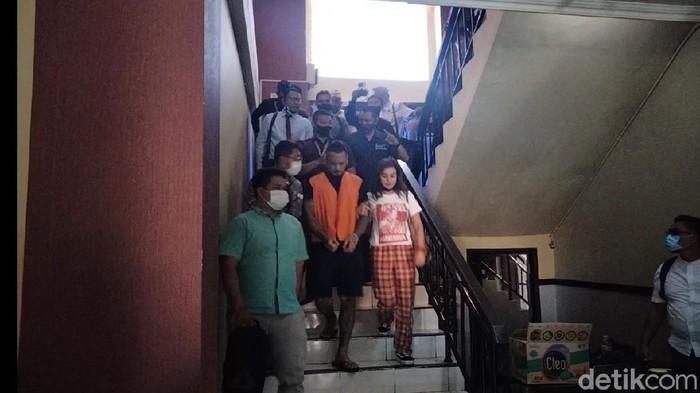 Jerinx SID di Polda Bali usai mengikuti sidang online.