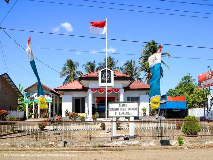 Kantor cabang Kejaksaan Negeri Bone di Lapariaja