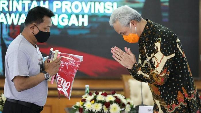 Kepala Kantor Staff Presiden (KSP) Moeldoko bertemu dengan Gubernur Jawa Tengah Ganjar Pranowo bertemu bahas virus Corona di Pemprov Jateng, Kamis (1/10/2020).