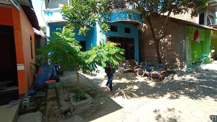 Kondisi rumah F di Desa Bae, Kecamatan Bae, Kudus, Kamis (1/10/2020). F sebelumnya ditangkap di Kabupaten Rembang terkait kasus terorisme pada Rabu (30/9/2020).