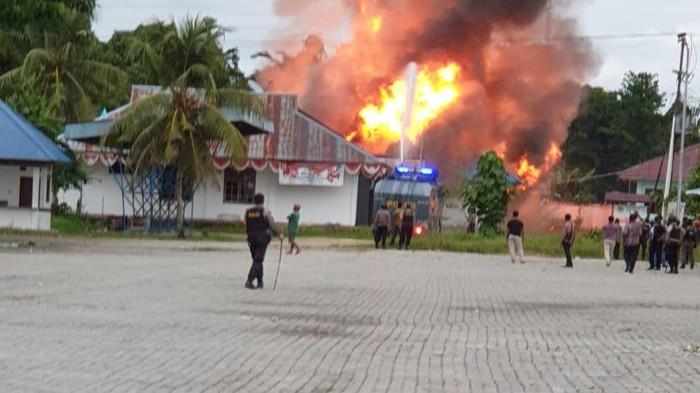 Massa rusak kantor Bupati Keerom, Papua.