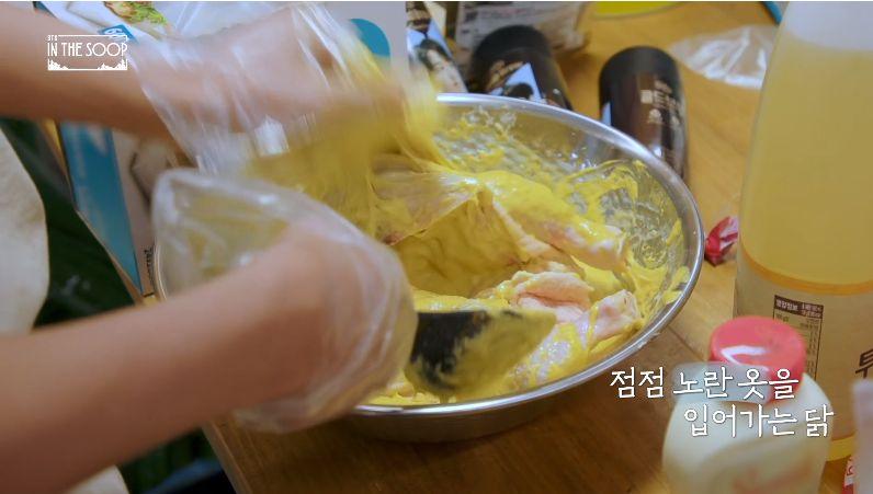 Member BTS Bisa Masak Ayam Goreng Korea