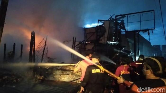Pasar Inpres Sintang terbakar