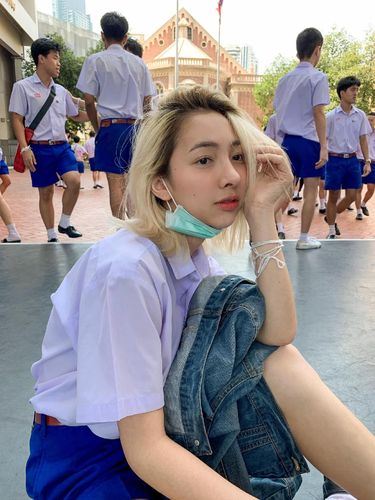 Peerada Namwong, selebgram transgender yang bikin kaget saat pakai baju sekolah.