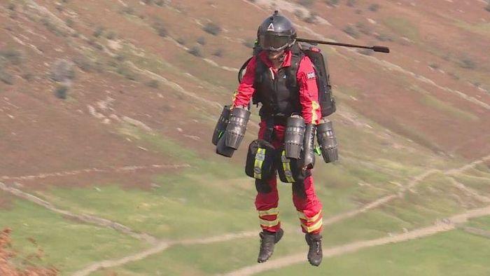 lembaga amal di Inggris uji coba perangkat jet yang dirancang agar tenaga medis bisa terbang menghampiri pasien. Perangkat jet itu dilengkapi teknologi canggih.