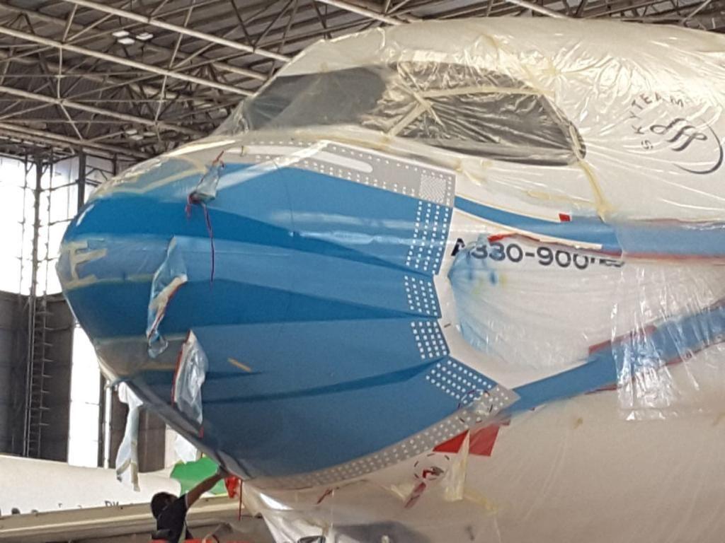 Pesawat Garuda Pakai Masker