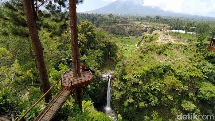 Selain Candi Borobudur, Magelang juga punya destinasi wisata alam yang cukup mempesona yakni Air Terjun Kedung Kayang. Seperti apa potretnya?