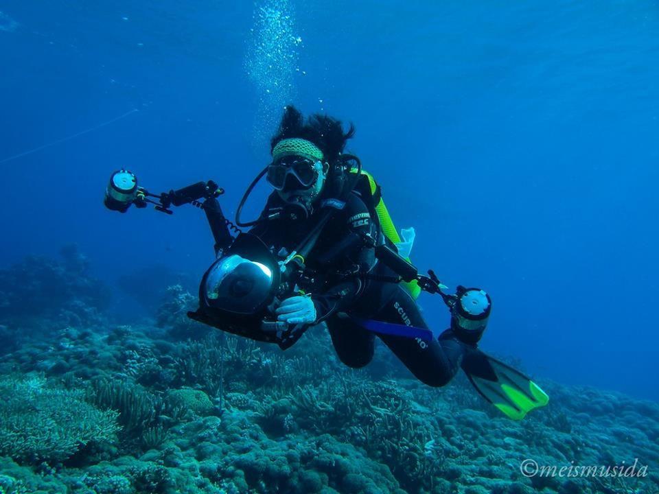 Ria Qorina penyelam wanita