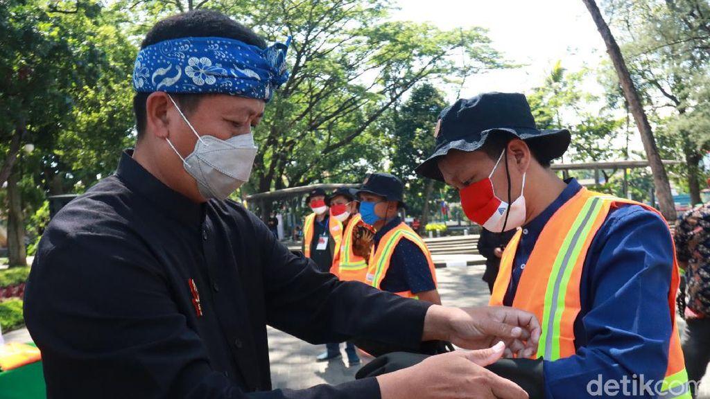 872 Penyapu Jalan Beralih Status Jadi Pegawai DLHK Bandung