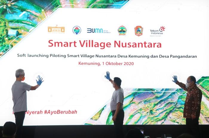 Peresmian desa percontohan pengembangan Smart Village Nusantara di Desa Kemuning, Jawa Tengah, Kamis (2/10/2020).