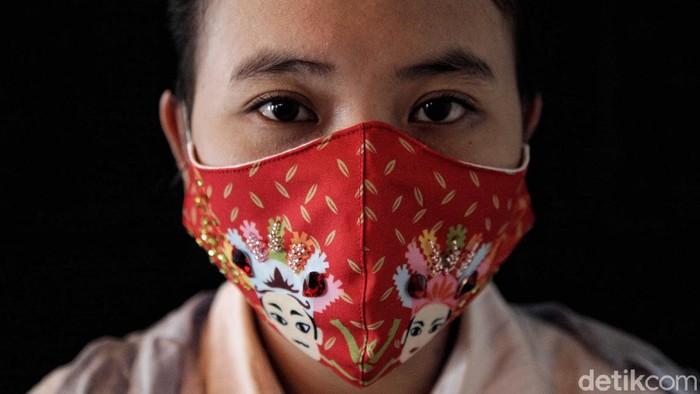 UMKM khususnya industri kreatif terus melakukan inovasi di tengah hantaman Pandemi Corona yang merebak. Kini mereka terus berkembang dan cerdas melihat peluang.