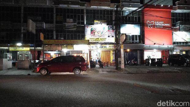 Kafe dan restoran di Bekasi masih buka meski jam operasional dibatasi (Sachril/detikcom)