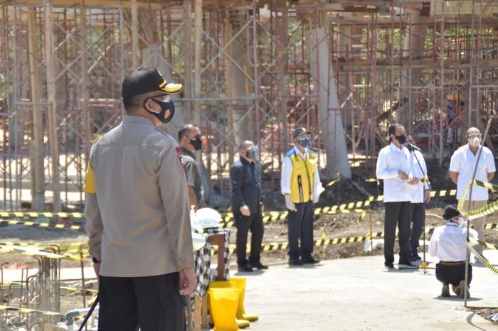 Kapolda NTT Irjen Lotharia Latif mendampingi Presiden Jokowi kunjungan ke Labuan Bajo, Manggarai Barat (Dok Istimewa)