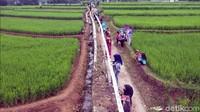 Camat Sukabumi E Suherman mengungkap kegiatan pemecahan rekor selendang batik terpanjang sengaja dilaksanakan sekaligus untuk memperkenalkan Desa Parungseah sebagai desa Agro Eduwisata baru di Kabupaten Sukabumi.
