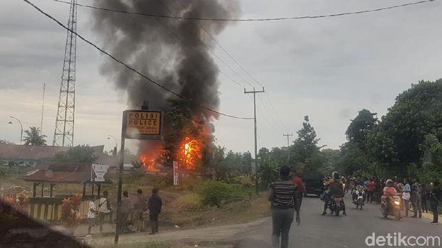 Massa rusak Kompleks Kantor Bupati Keerom, Papua.
