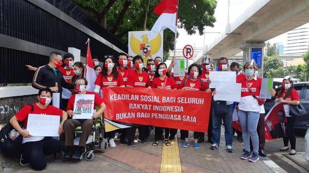 Nasabah Wanaartha melakukan aksi damai di depan gedung Kejaksaan Agung, Kebayoran Baru, Jakarta Selatan., Kamis (1/10/2020). (ist)