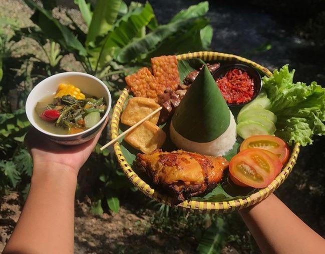Di Yogyakarta Bisa Seru Makan di Pinggiran Sungai
