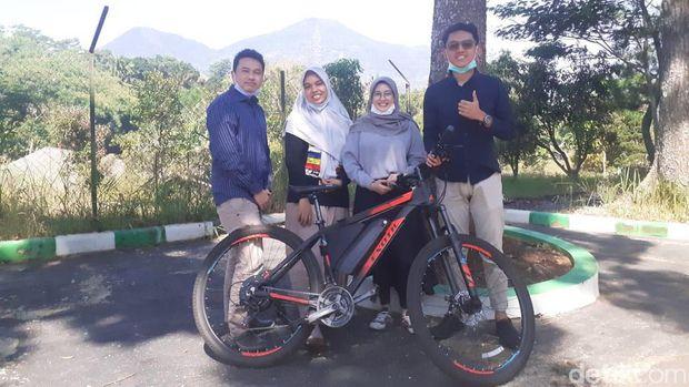 Sepeda Listrik Tenaga Surya dari Unpad