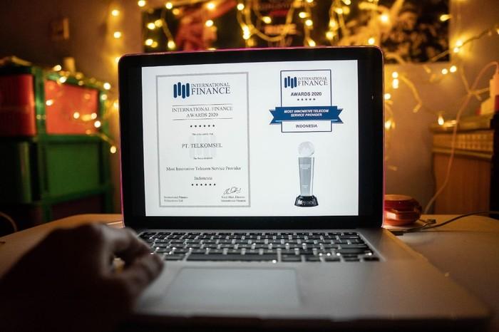 Telkomsel meraih penghargaan di ajang The International Finance Award Program 2020 dari sebuah majalah finansial bergengsi yang berpusat di London, Inggris.