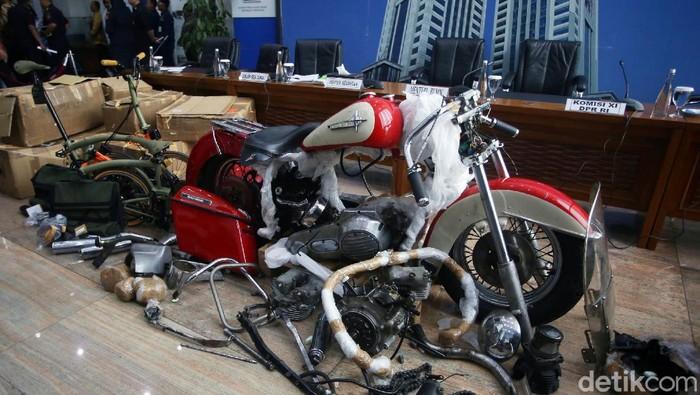 Tengok lagi kasus Harley Davidson & Brompton selundupan yang membelit Ari Askhara, eks Dirut Garuda Indonesia