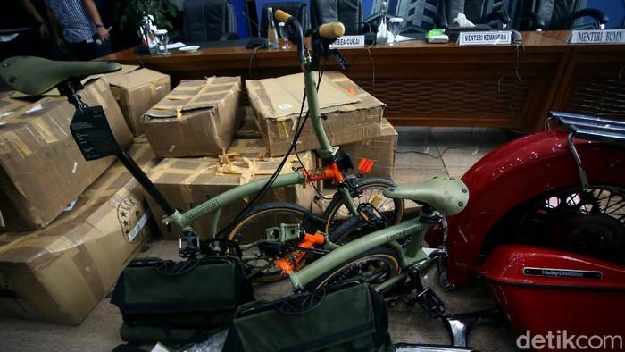 Tengok lagi kasus Harley Davidson & Brompton selundupan yang membeli Ari Askhara, eks Dirut Garuda Indonesia