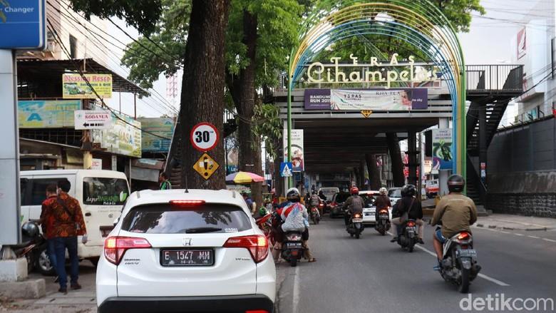 Teras Cihampelas di Bandung mangkrak