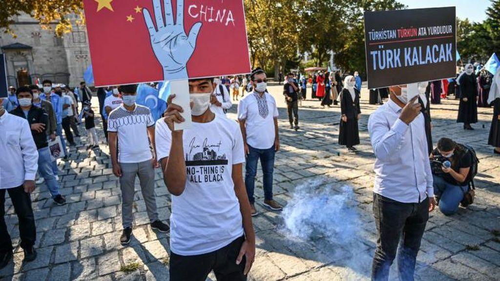 Ratusan Demonstran di Turki Protes Tindakan China terhadap Uighur