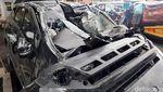 Penampakan Dua Mobil yang Ringsek Usai Adu Banteng di Sleman
