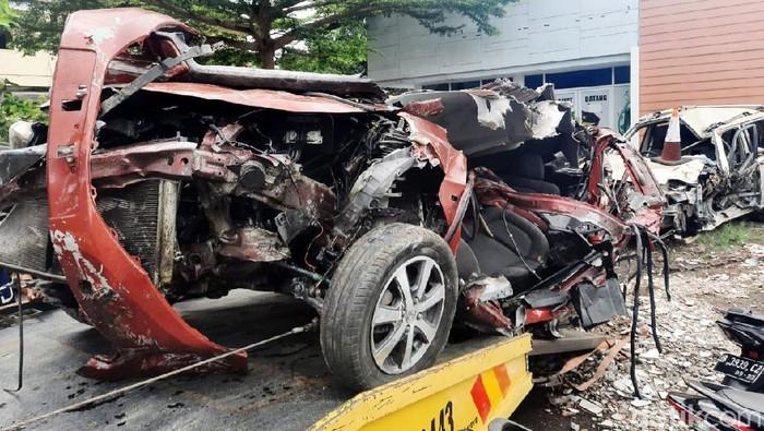 Kecelakaan maut terjadi di Jalan Magelang Km 8, Sendangadi, Mlati, Sleman, Sabtu (3/10/2020). Empat orang dilaporkan meninggal dunia dalam kecelakaan adu banteng antara mobil dengan mobil tersebut.