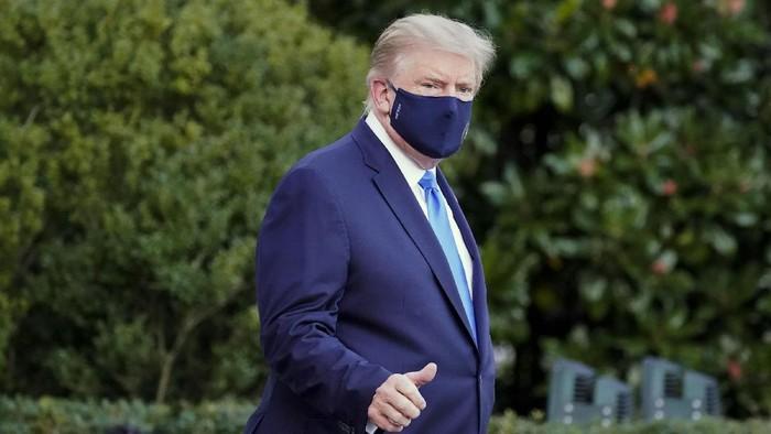 Presiden Amerika Serikat (AS) Donald Trump dipindahkan ke pusat medis Walter Reed usai dinyatakan positif virus Corona (COVID-19), Sabtu (3/10/2020). Trump dijemput dengan helikopter kepresidenan Marine One.