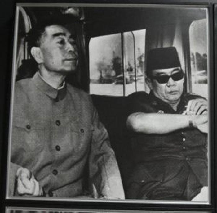 Ilustrasi: Perdana Menteri RRC Zhou Enlai dan Presiden Sukarno. (Sumber: Situs Kemdikbud)