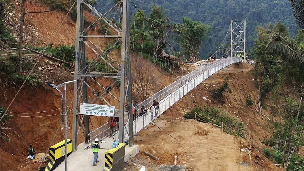 Jembatan Gantung Penghubung Palopo-Toraja