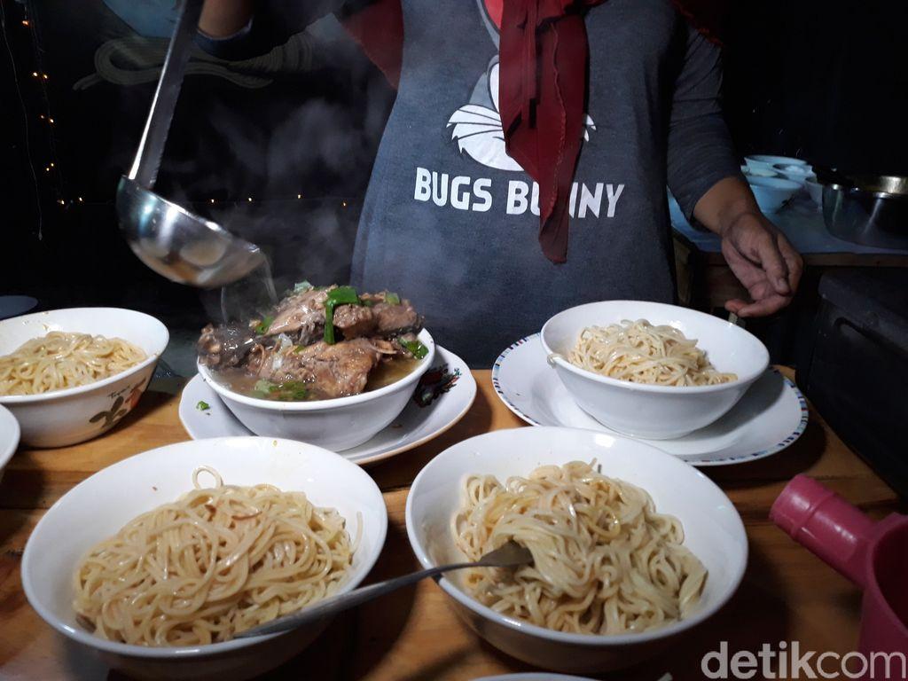 Bisa Makan Gratis dan Dapat Rp 100 Ribu di Warung Mie Ayam Ini
