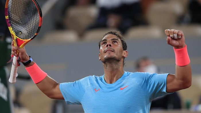 Spains Rafael Nadal celebrates winning his third round match of the French Open tennis tournament against Italys Stefano Travaglia in three sets, 6-1, 6-4, 6-0, at the Roland Garros stadium in Paris, France, Friday, Oct. 2, 2020. (AP Photo/Michel Euler)