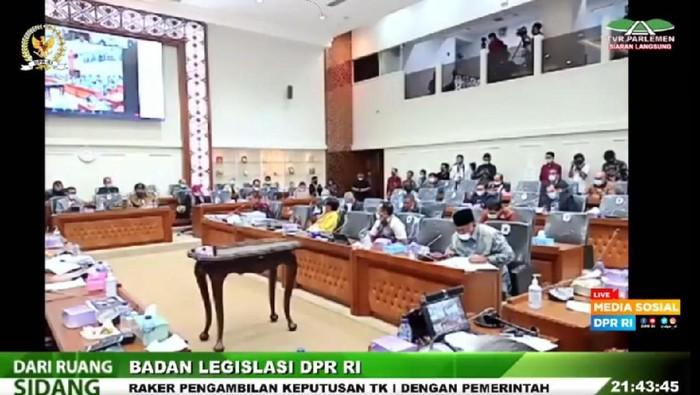 Rapat RUU Cipta Kerja DPR-Pemerintah