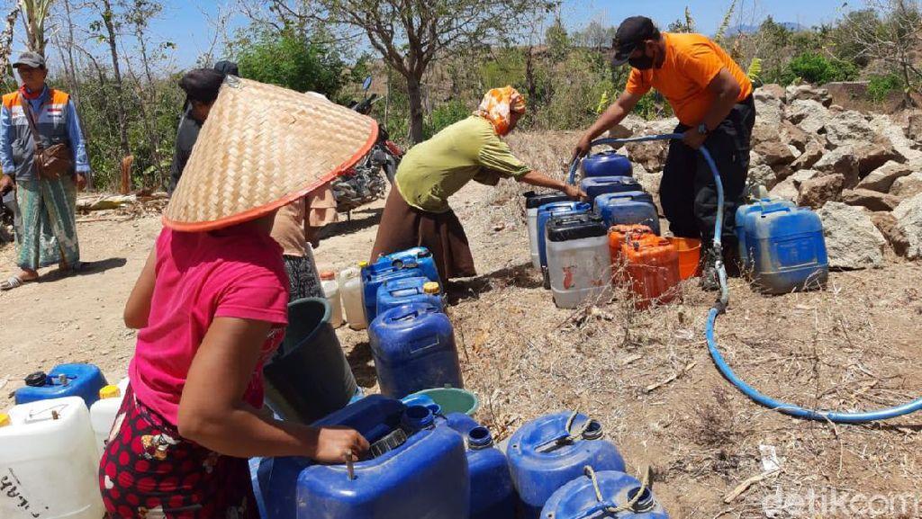 Kekeringan Mulai Landa Situbondo, Tiga Desa Dikirim Air Bersih