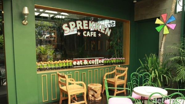 Sprekken Cafe, begitulah nama kafe bergaya Belanda di Bandung ini. Lokasi tepatnya ada di Jalan Bangreng, Lengkong, Kota Bandung. (Wisma Putra/detikcom)