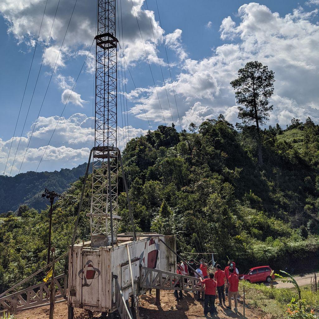 Telkomsel menghadirkan infrastruktur telekomunikasi berupa Compact Mobile BTS (Combat) untuk memudahkan aktivitas pembelajaran jarak jauh di Desa Pasiah Laweh, Kecamatan Palupuh, Kabupaten Agam, Sumatera Barat.