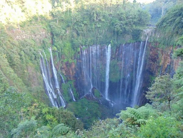 Air Terjum Tumpak Sewu berada di perbatasan kabupaten Lumajang dan Kabupaten Malang, Jawa Timur. (Yudi Wiranata/dtravelers)
