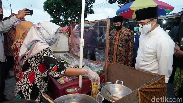 Begini Cara Warga Banyuwangi Pasarkan Produk Unggulan Pasar Tahu Tradisional