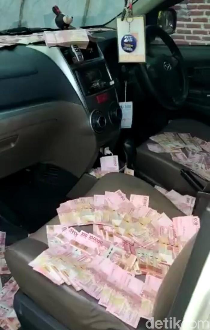 Beredar Video Tumpukan Uang di Mobil Tim Pemenangan Paslon Pilbup Mojokerto