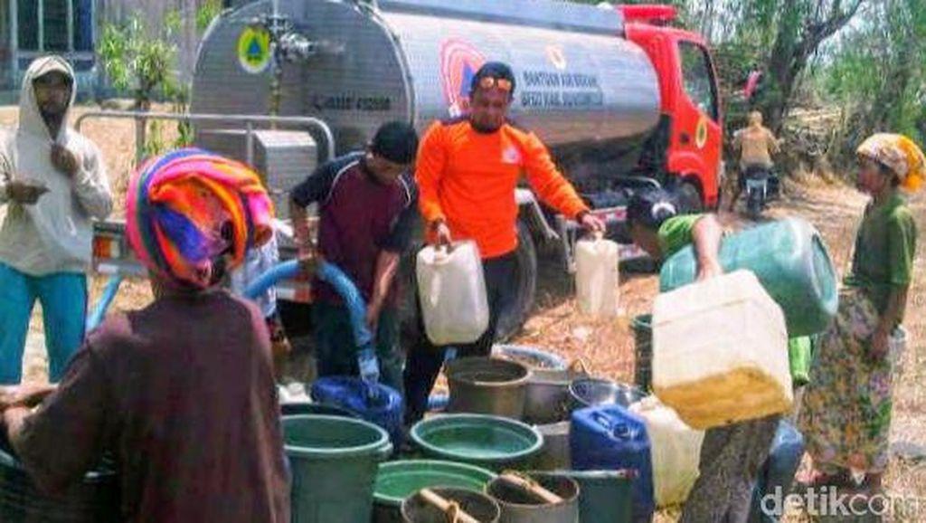 16 Kecamatan Krisis Air Bersih, BPBD Bondowoso Mulai Dropping Air Bergiliran