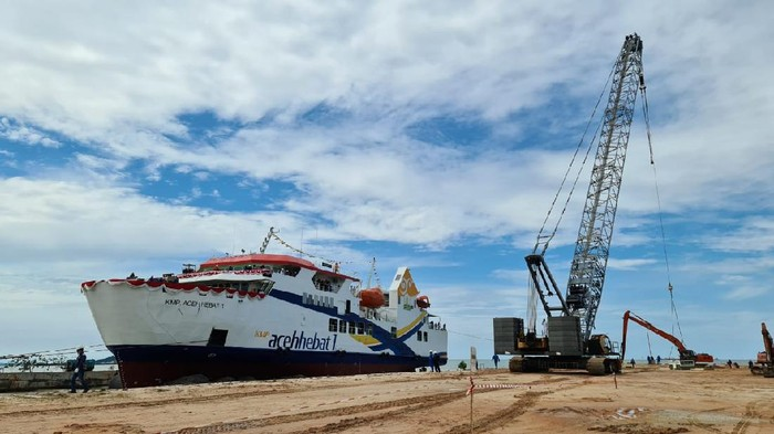 Peluncuran Kapal Aceh Hebat 1