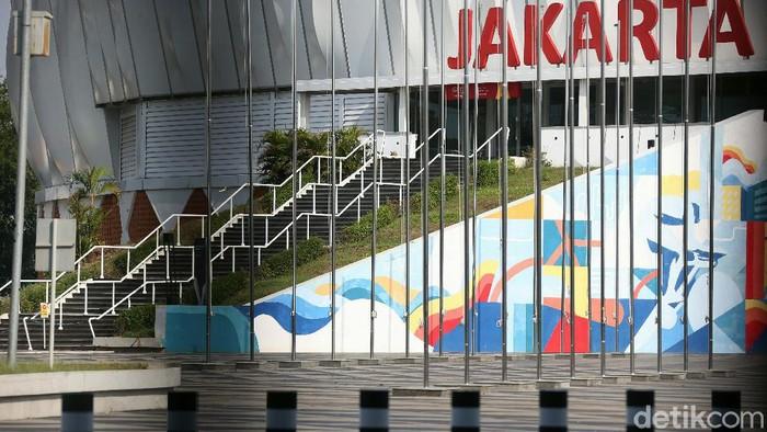 Sejumlah fasilitas olah raga ditutup terkait PSBB ketat yang diterapkan di DKI Jakarta, salah satunya adalah Jakarta International Velodrome, Rawamangun. Begini potretnya.