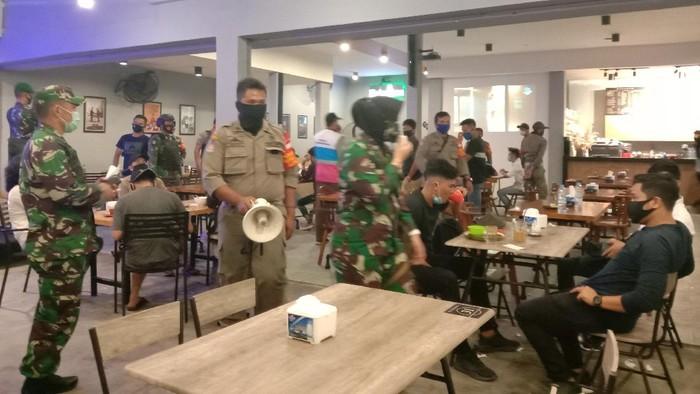 Razia Satgas COVID-19 Sumut di Kafe dan KTV